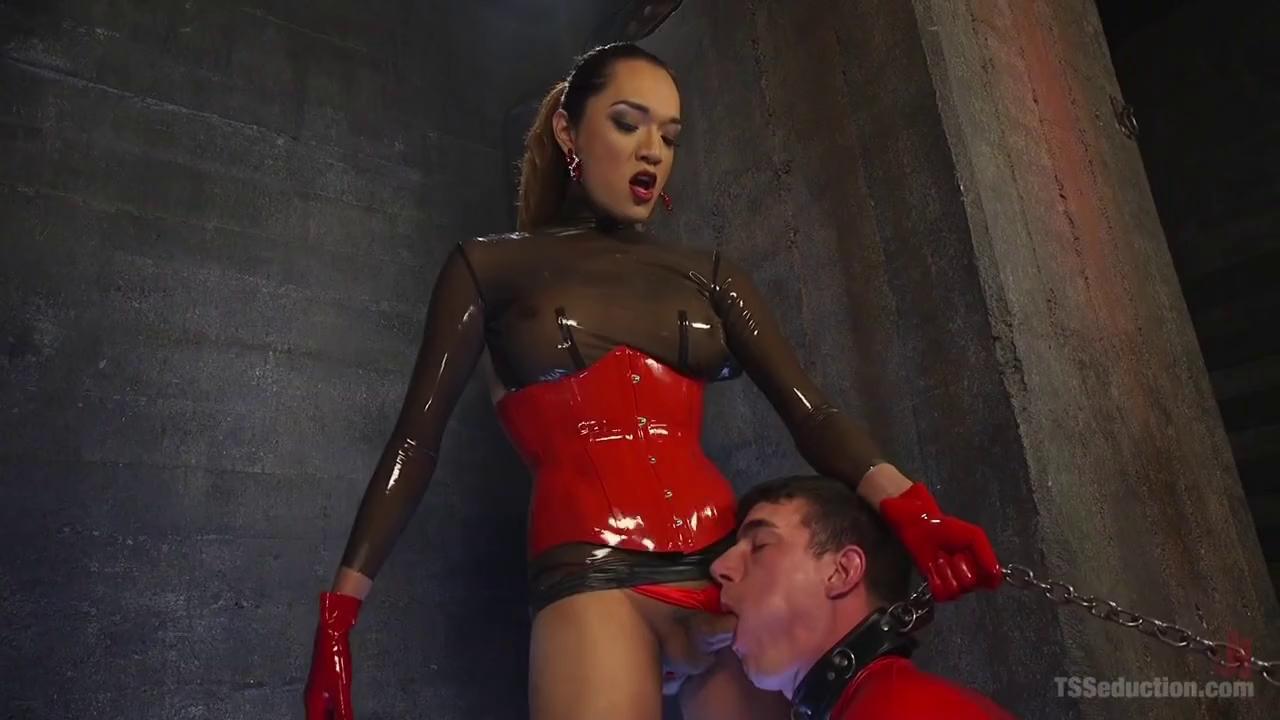 Erotic Fotos latex penis chastity